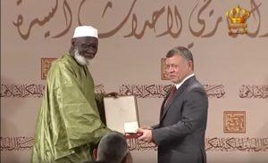 الملك يكرم قيادات مشاركة في مؤتمر مؤسسة آل البيت الملكية للفكر الإسلامي